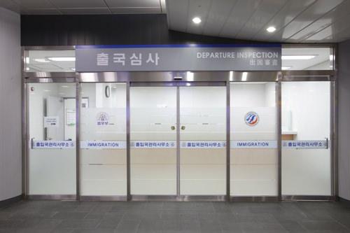 出国審査の入口