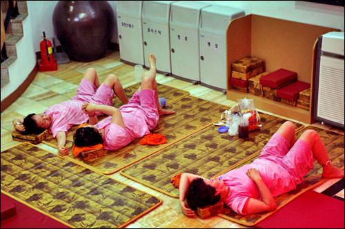 コノムルニョ(건어물녀)漢字では「乾魚物」。日本でも流行った「干物女」のこと!