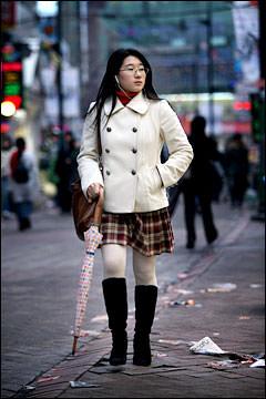 女子大生はチェックのスカート×ブーツがキホン