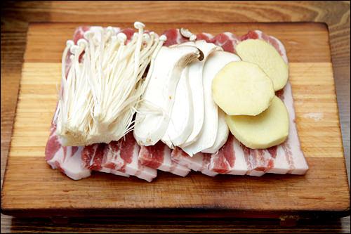 国産豚肉と野菜