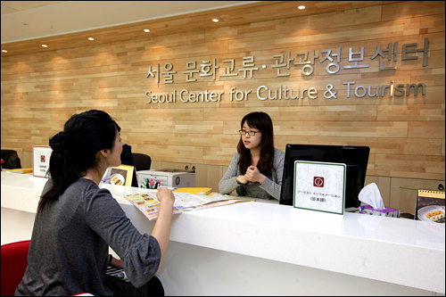 外国語専門相談員による観光案内