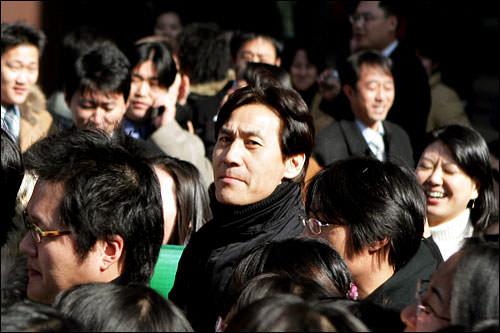 委員長のアン・ソンギ