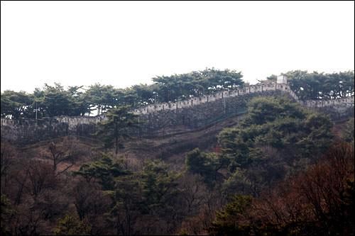 ソウル城郭が近くに