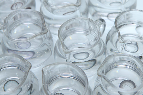 見本はガラスのミニ容器に