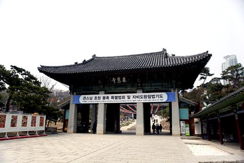 寺の入り口にあたる真如門