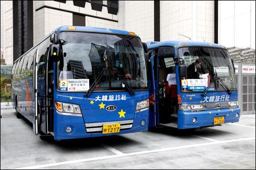 大型バスで出発