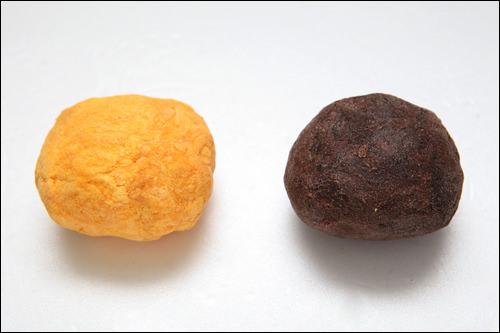 フェイスソープの中身(左からシーバクソンシアバター、ローズヒップ)