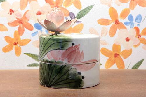 ハンドルとケースのイラストをあわせた「花開いた蓮」シリーズ90,000ウォン