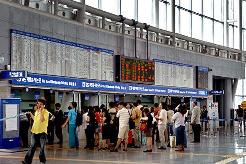 乗車券購入は一般チケット窓口へ