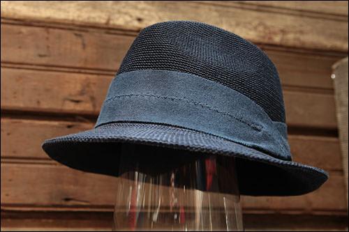 紺の麦わら帽子149,000ウォン(CASTANO/イタリア)