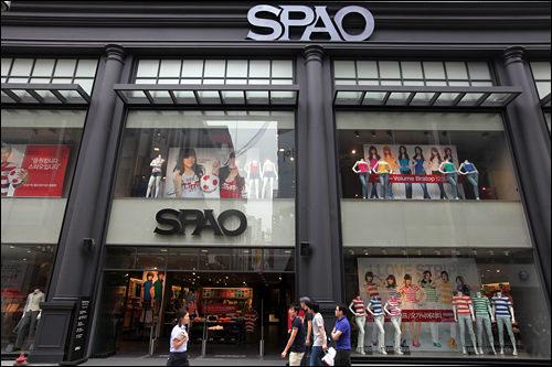 韓国発の「SPAO」で今時のコリアンファッションに挑戦するのもアリ。