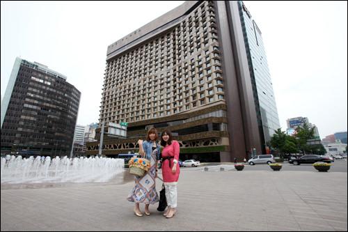 ソウルの中心にそびえ立つホテルに到着