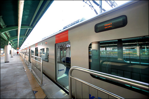 地下鉄・電鉄路線が多く、首都圏広域鉄道網を形成。運賃が安く電車も頻繁に運行しています。