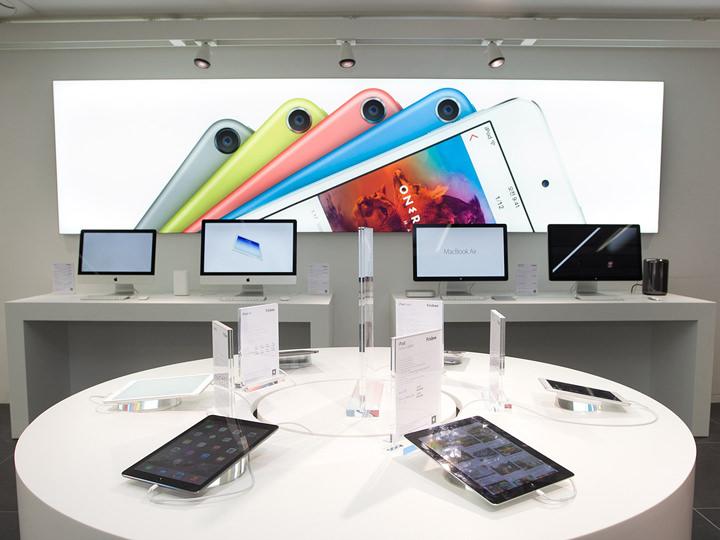 1階 アップル製品コーナー