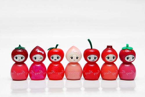 フルーツ7姫グロス 7ml 各6,800ウォン1号イチゴ姫、2号スモモ姫(パール入り)、3号マンゴスチン姫、4号モモ姫、5号ザクロ姫、6号チェリー姫、7号リンゴ姫(パール入り)※現在はありません