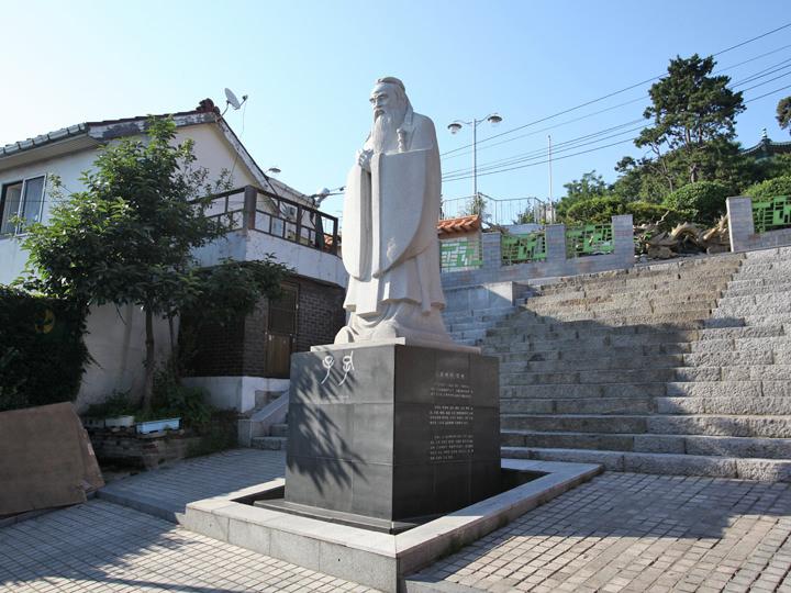 孔子の石像