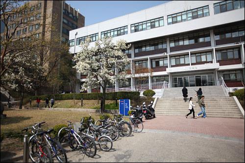 ソウル市立大学校国際教育院入学金:50,000ウォン授業料:1,100,000ウォン合計:1,200,000ウォン
