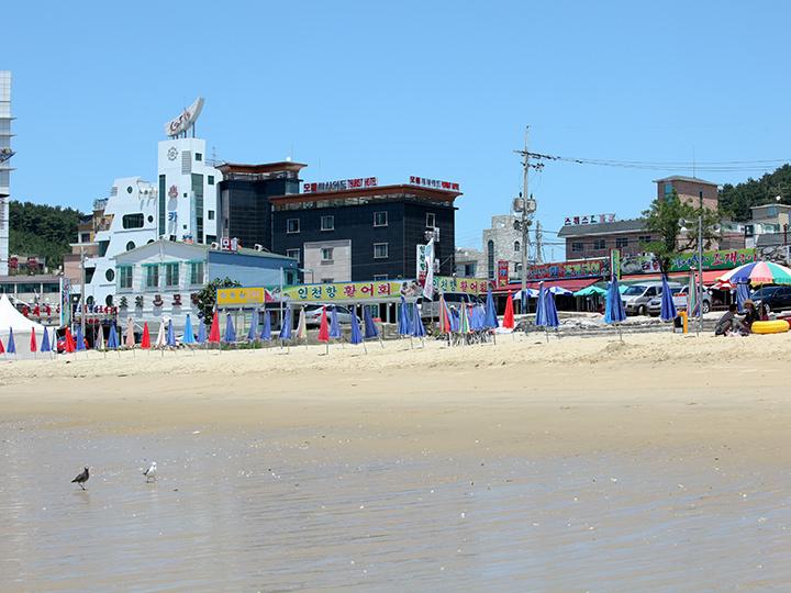 浜辺に隣接する食堂