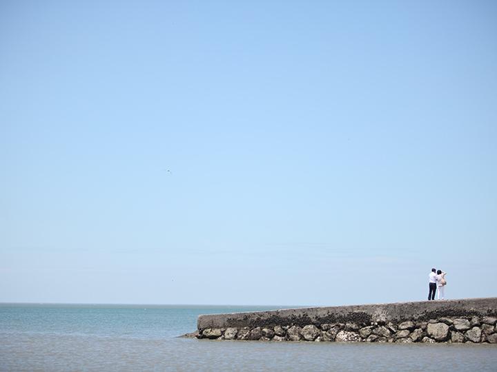 海に突き出た堤防の先