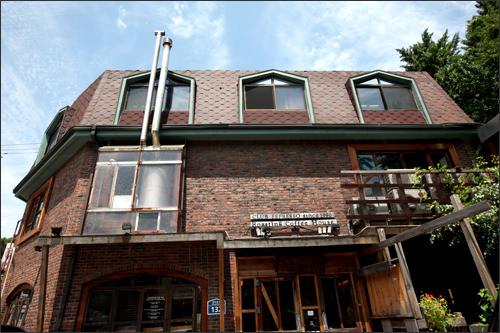 Club ESPRESSO(地図緑2)扉を開くとコーヒーの良い香りが漂う有名店。もちろんコーヒー豆も販売中です。ドリップコーヒーがオススメです。
