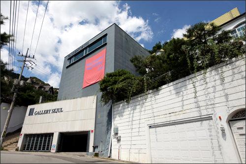 平倉洞高級住宅街の中に美術館やギャラリーが点在することでも知られている平倉洞(ピョンチャンドン)。