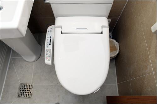 3.トイレの便座はウォシュレット付きがうれしい