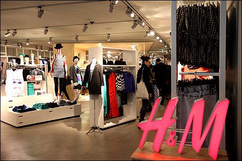 H&M韓国1号店のNOON SQUARE店と路面店が明洞にあり。【ホテルから徒歩4分】