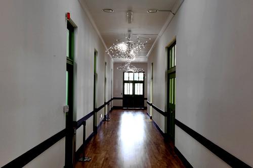 会議室などに続く廊下