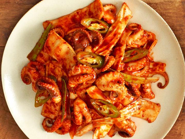 イイダコの辛炒め辛いもの好きなら必ずチェックしておきたいイイダコ(チュクミ)の炒め物提供:オルバン