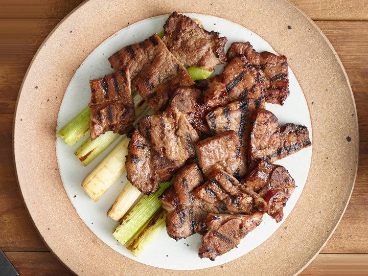 オルバン味付け豚カルビ醤油ダレに漬け込んだ豚カルビ(ヤンニョムテジカルビ)で、ジューシーな肉の旨みを満喫提供:オルバン