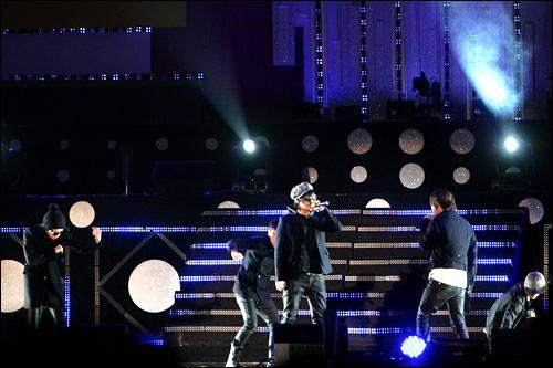 BIGBANGの「LIE」は2007年のMnet KM ミュージックフェスティバルでソング・オブ・ザ・イヤー賞を受賞した