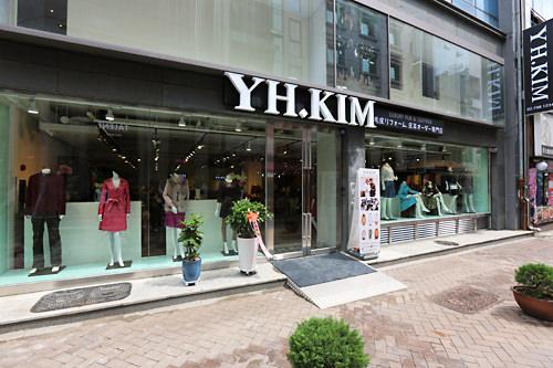 YK.KIM 明洞店(明洞)日本語堪能なスタッフが常勤。デザインやサイズ等親切に相談に乗ってくれます。