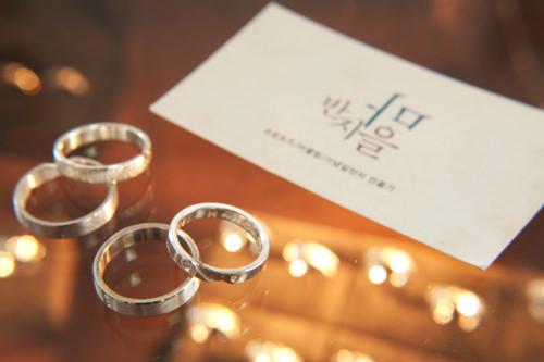 パンジマウル弘大店イニシャルや誕生石を入れて思い通りにデザイン。恋人同士のカップルリングや友達とおそろいの指輪を作ってみませんか。