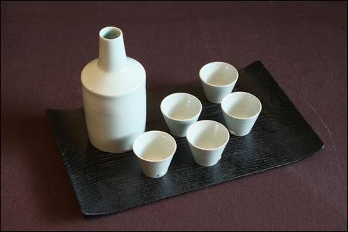 yido(イド)本店三清洞にあるモダンな陶磁器店。大きさや素材を指定しての注文もOK。
