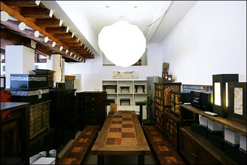 JONGINAMOO GALLERY伝統と現代が調和したギャラリーショップ。家具オーダーが可能。