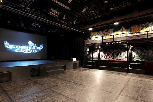 劇場は観客席との近さが魅力
