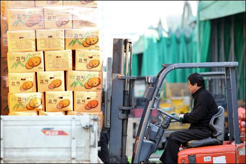 野菜が農産地から運ばれる