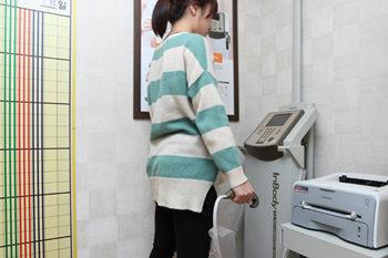 2.機械検査機械で体脂肪、血管疾患、自律神経のバランス状態を検査します。
