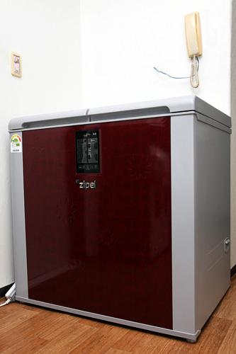 キムチの長期保存を可能にしたキムチ冷蔵庫は、韓国では嫁入り道具の1つ。写真は大手家電メーカーサムスンの「zipel(ジペル)」