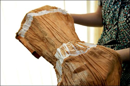 4. 完成!紐で縛ったところは白くなります。しっかり縛っておかないと、こんな風になっちゃいます・・・これもまた味があっていいですよね?!