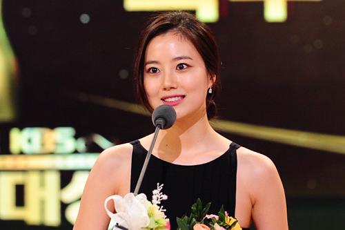 ムン・チェウォン (王女の男) 「本当に感謝します。良い意味でも悪い意味でも話題になった作品でしたが、無事に放送を終えて今日この場に立つことができて幸せです。」