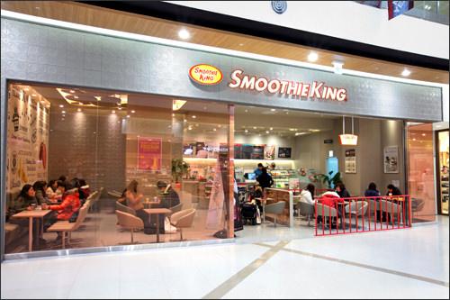 生フルーツを使ったスムージーが人気のSmoothie Kingや人気カフェ「Angel-in-us Coffee」も