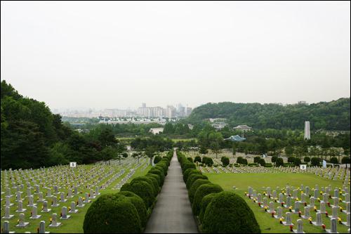 国立ソウル顕忠院戦没者たちが眠る国立墓地。展示館では遺品や写真などが
