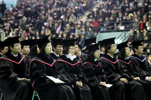 西江(ソガン)大学赤のストライプがポイントに