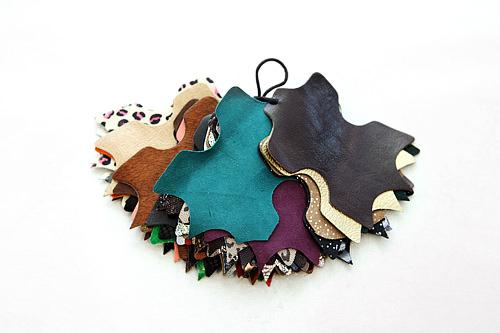 3.牛革やエナメルなどの靴の素材を選びます(全部で約100~150種類)。