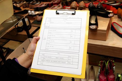 6.オーダーメイド用紙に名前や住所などを記入します。