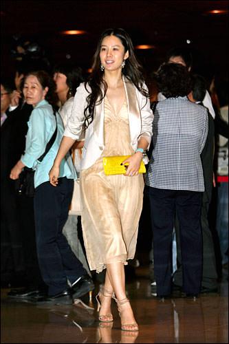 キム・ヒョンジュお人形さんみたいにかわいかったです~。彼女が行く先々で周りがパアーと明るくなってました。