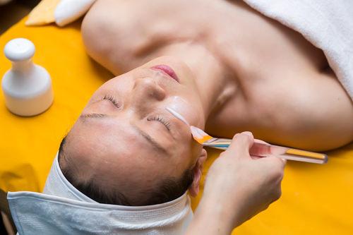4.酸素泡パック(1次パック)低刺激の酸素バブルで、肌のトーンアップや引き締めを図ります。