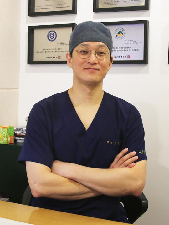 整形外科専門医 シン・ハンギョン院長