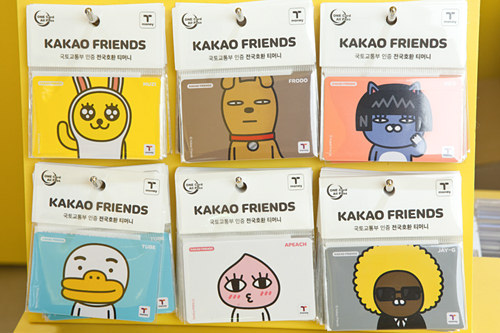 カード型(キャラクター等デザインのあるもの)価格:3,000~4,000ウォン買える場所:「T-money」加盟コンビニ・街頭販売店、ブランド実店舗
